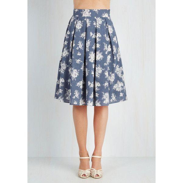 50s Long Tea Date Skirt (160 BRL) ❤ liked on Polyvore featuring skirts, flower print skirt, floral print skirt, floral printed skirt, chambray skirt and a line skirt