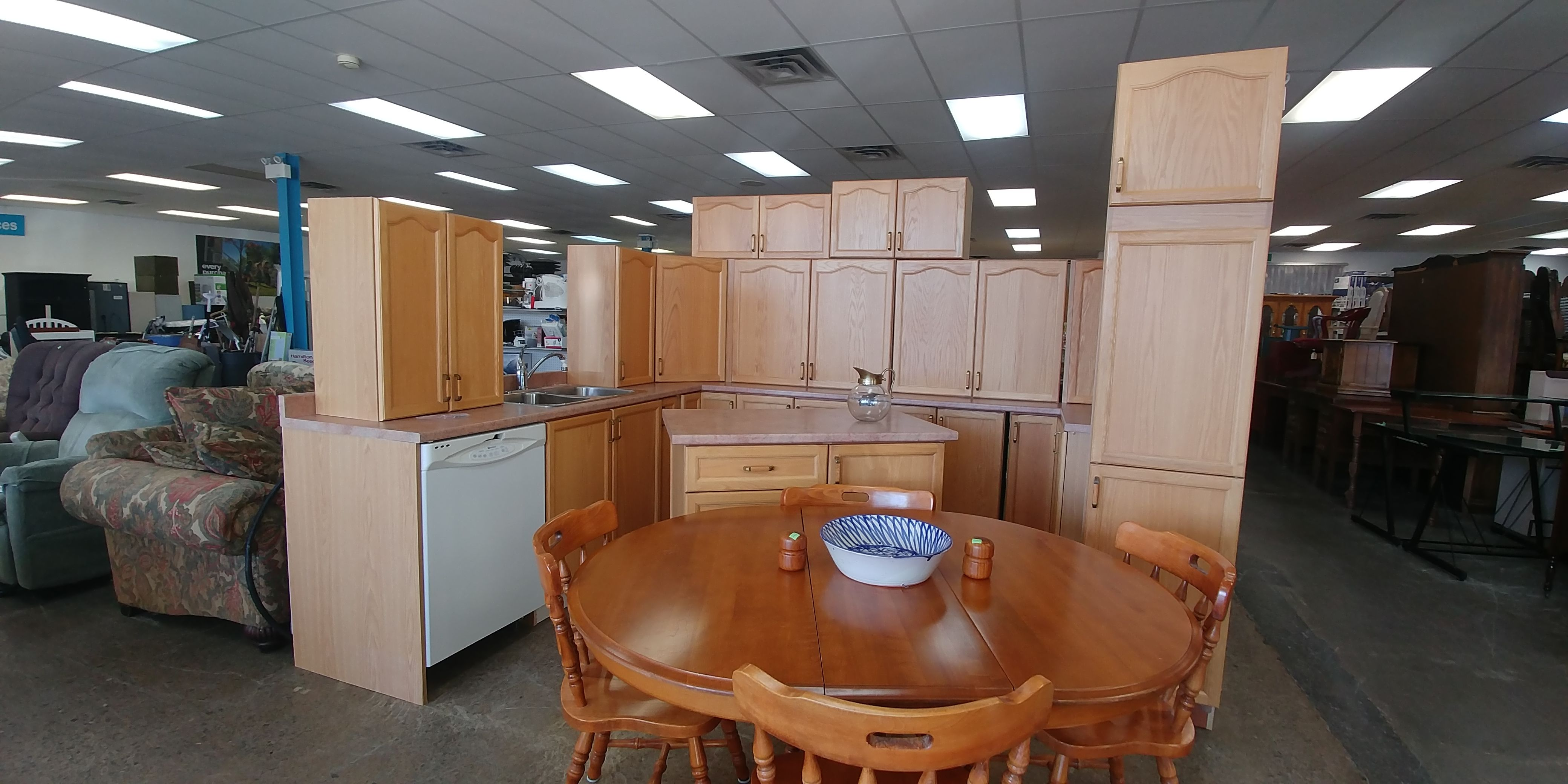 This Beautiful Kitchen Was Kindly Donated To The Restore This Week By A Restore Supporter Who Was Renovating Beautiful Kitchens Kitchen Set Cabinet Renovations