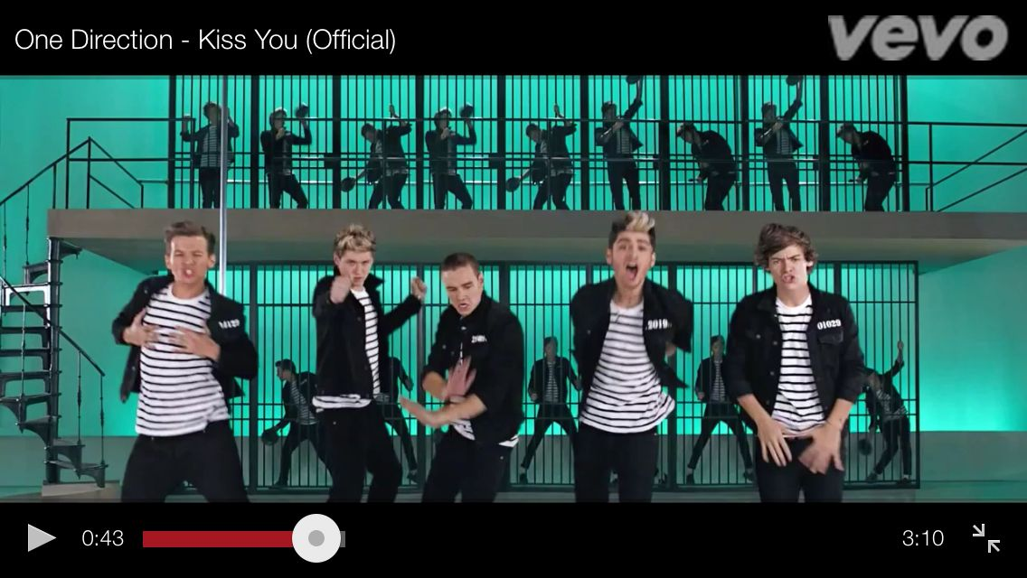 I Paused Kiss You And Got The Most Flattering Shot Of The Boys