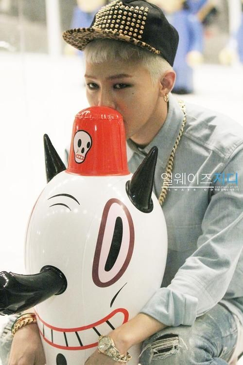 """G-Dragon in """"Who you""""."""