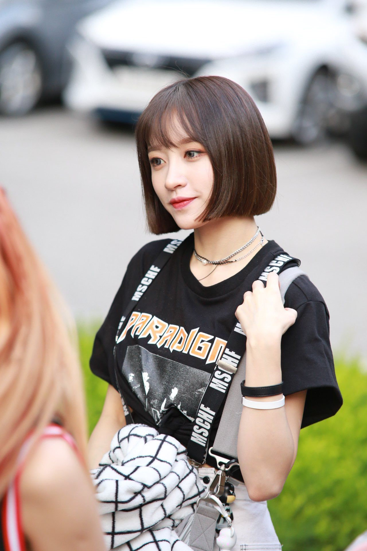 Koreans Claim These 2 Hairstyles Make Girls Look Innocent Koreaboo Kpop Short Hair Hani Short Hair Styles