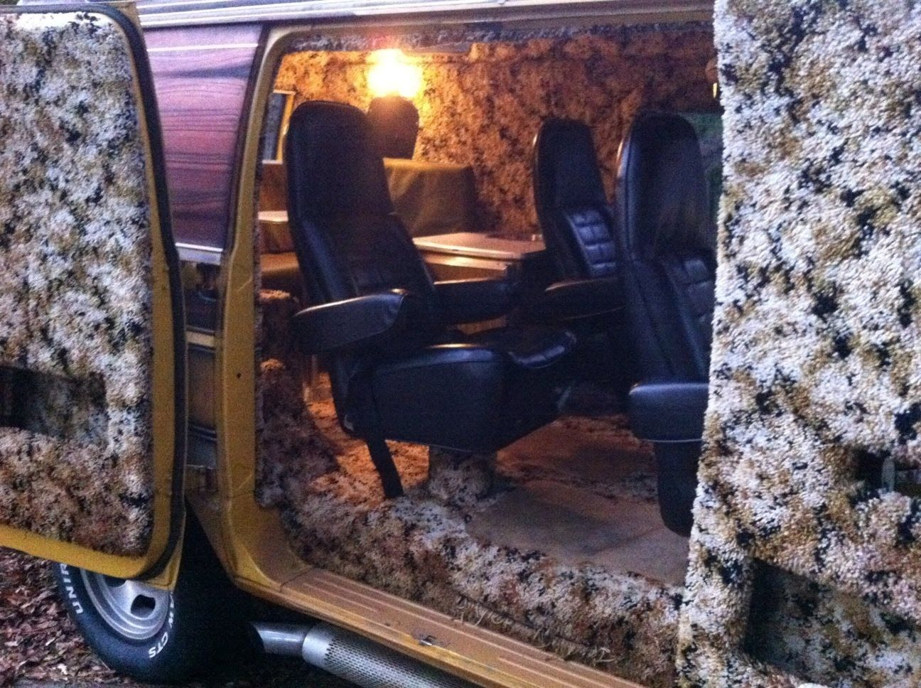 Dodge Tradesman Camper Van 77 Dodge Camper I Love The Wall To Wall Shag Carpet This Is So Up My Alley Custom Van Interior Chevy Van Vintage Vans