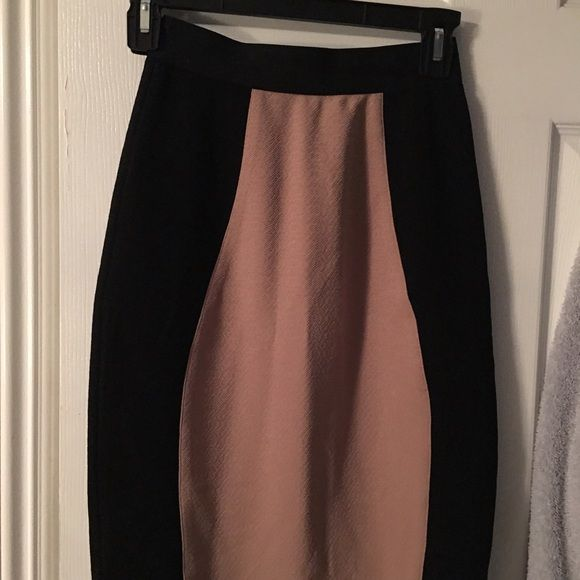 Pencil skirt Black/brown skirt that will accentuate your figure. Excellent condition. Will fit Xs/S. ❤️❤️❤️ Skirts Midi
