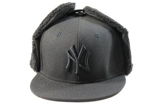 b450b81b01e New Era Kid s New York Yankees Black Out Dog-Ear Winter Hat ...