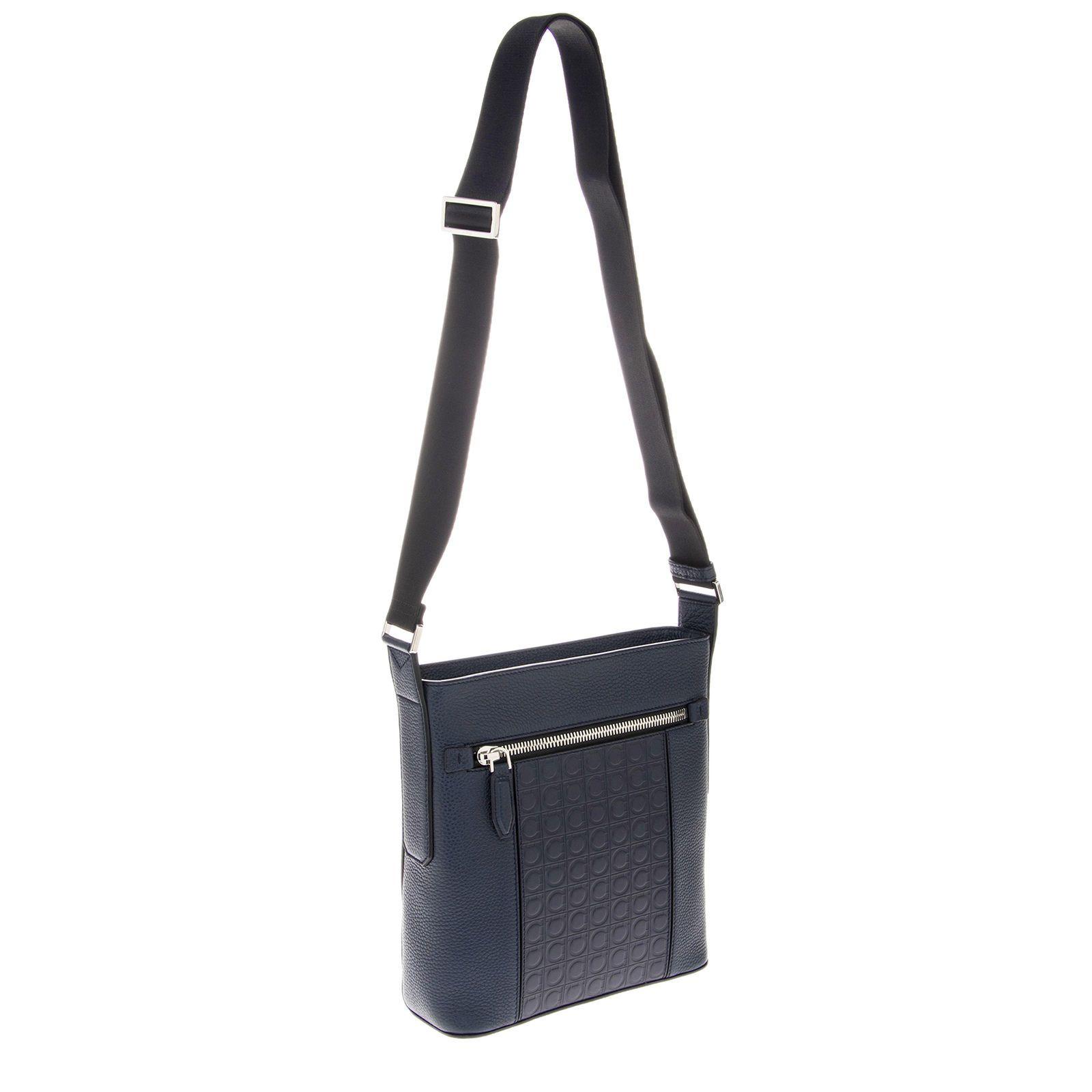 Salvatore Ferragamo Grained leather Messenger Bag Blue  539.99 End Date   2018-12-31 c89d8f5fe95ff