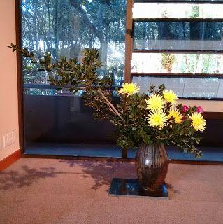 IKEBANAS - A Arte de vivenciar o Belo : Aquele que ensina com cortesia, sem distinção da p...