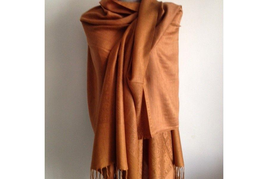 6bebb4cd2a7 L écharpe marron cuivrée aux reflets chauds
