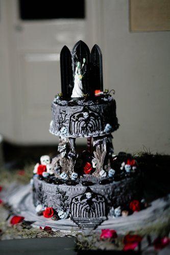 cool Halloween wedding cake