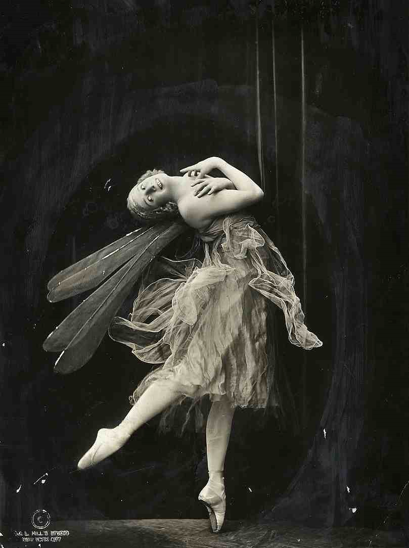 1920's Ballerina...heart just melted. This is so beautiful!