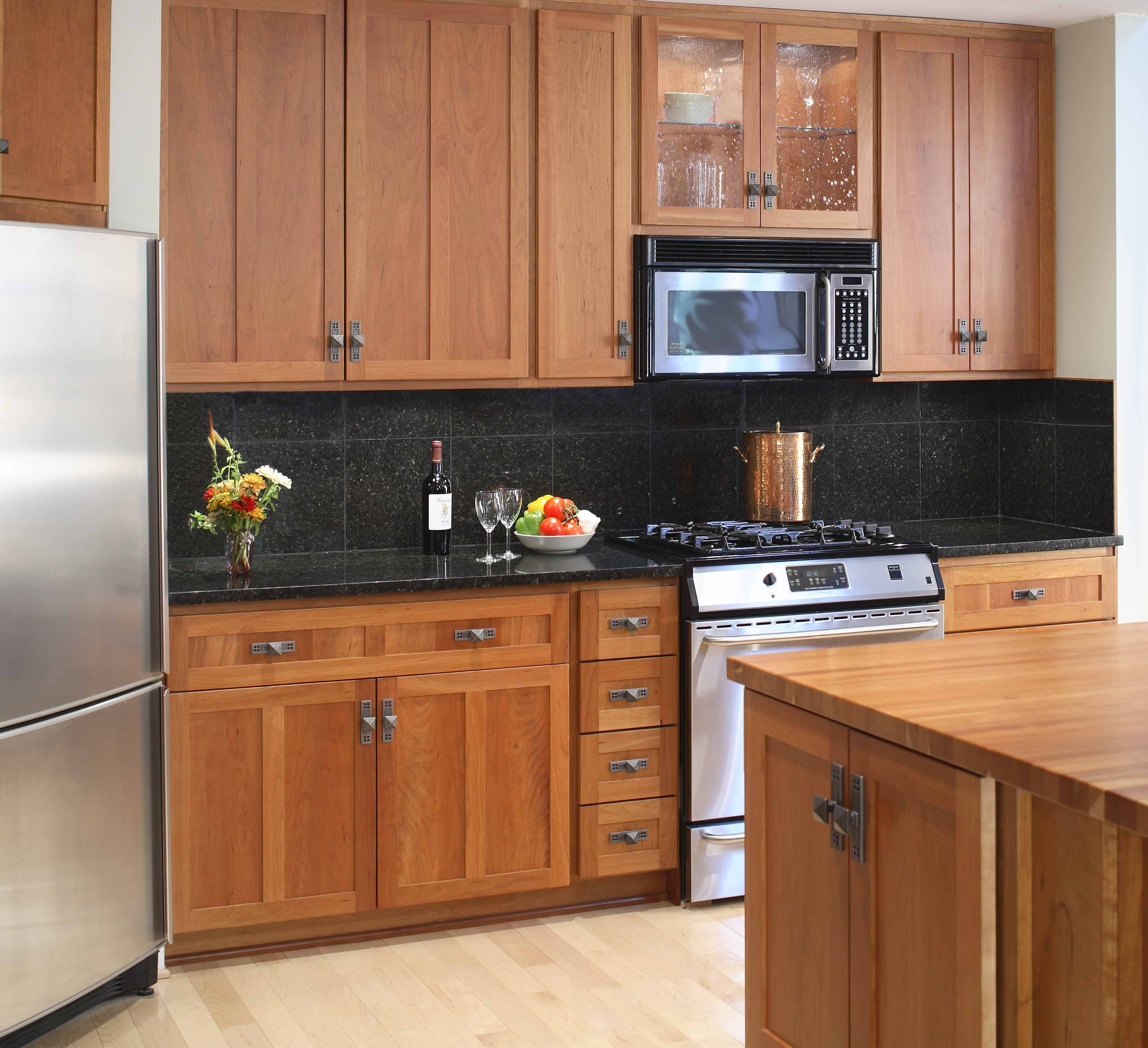 Cabinets Kitchen Colors For Dark Wood Captivating With Oak And Black Countertops Su Cherry Cabinets Kitchen Black Granite Countertops Trendy Kitchen Backsplash
