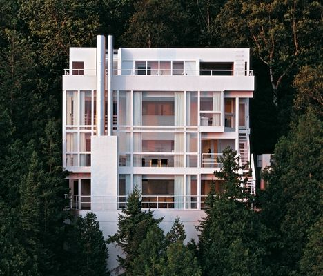 richard meier douglas house The douglas house is located in harbor springs, michigan, at a steep surrounded by a landscape full of conifer trees the house was designed by the architect richard meier for the douglas and construted in 1973.