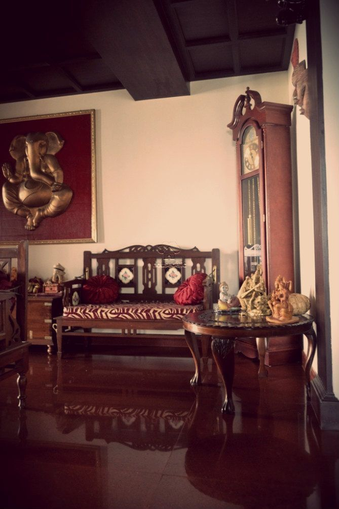 A Traditional South Indian Home With Beautifully Carved Furniture Indianhomedecor