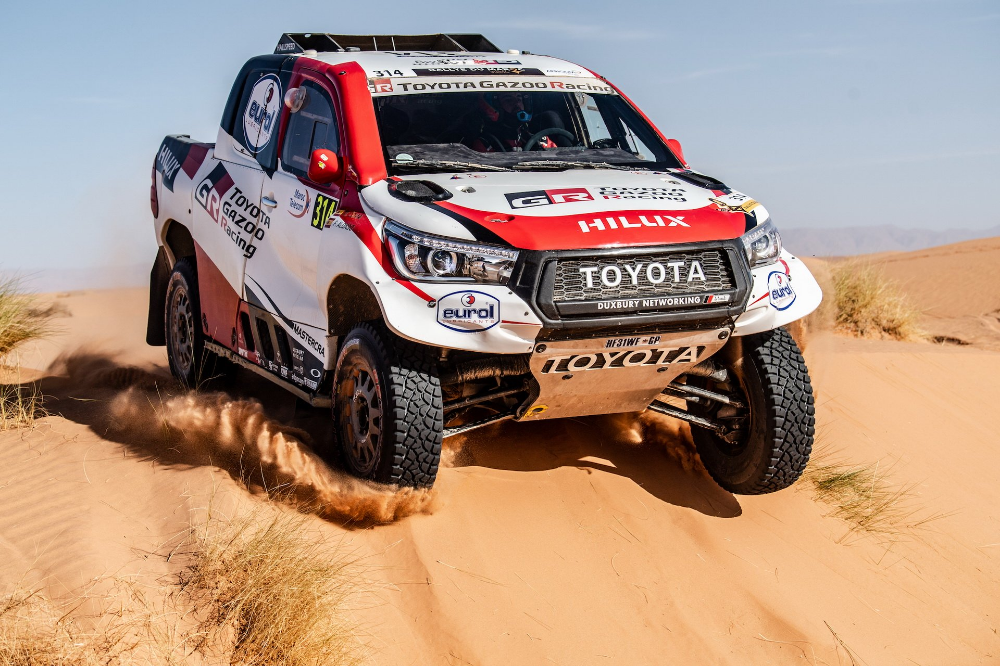 It S Official Fernando Alonso Will Race In 2020 Dakar With Factory Toyota Hilux In 2020 Toyota Hilux Team Toyota Toyota