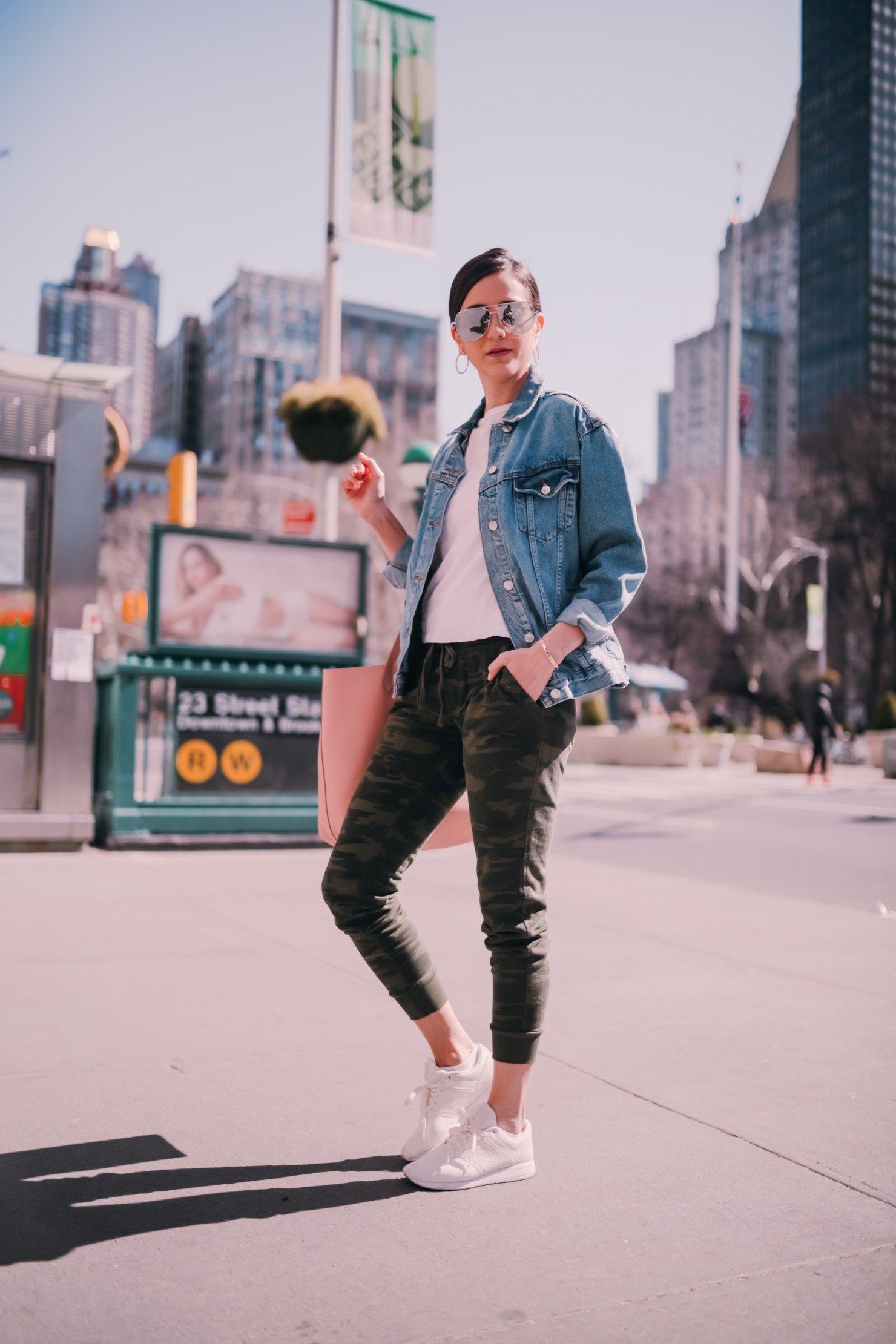 Camo Joggers With An Oversized Denim Jacket Camo Joggers How To Wear Sneakers Oversized Denim Jacket [ 2220 x 1480 Pixel ]