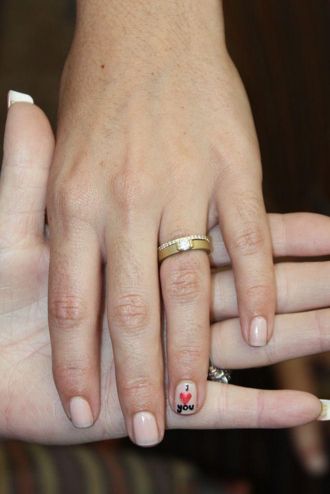 Een Klein Berichtje Voor De Bruim Als Hij Haar Ring Omschuift