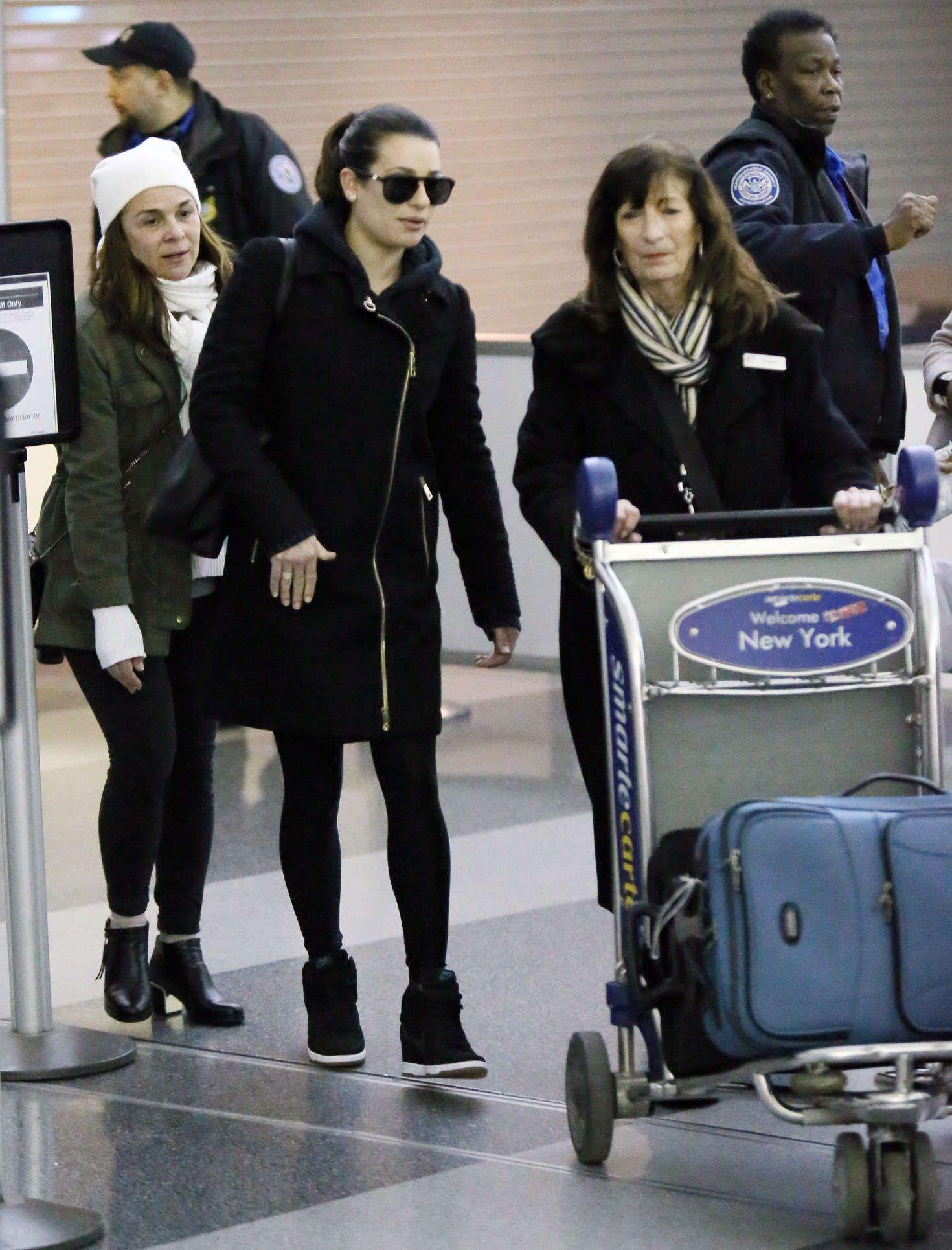Lea-Michele-at-JFK-Airport--14.jpg (1470×1930)