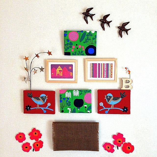 女性で、3LDKのセリアの鳥さん/花モチーフ/ウォールデコレーション/ファブリックパネル/額…などについてのインテリア実例を紹介。「春になると庭には、花が咲き、鳥がついばみにやってきます。そんな春の装いや自然の彩りの好きな私が、イメージしてみました。手作りのファブリックパネルと額の四角い形を組み合わせて、大きな木に見たてたウォールデコレーションです。」(この写真は 2015-04-22 19:28:56 に共有されました)