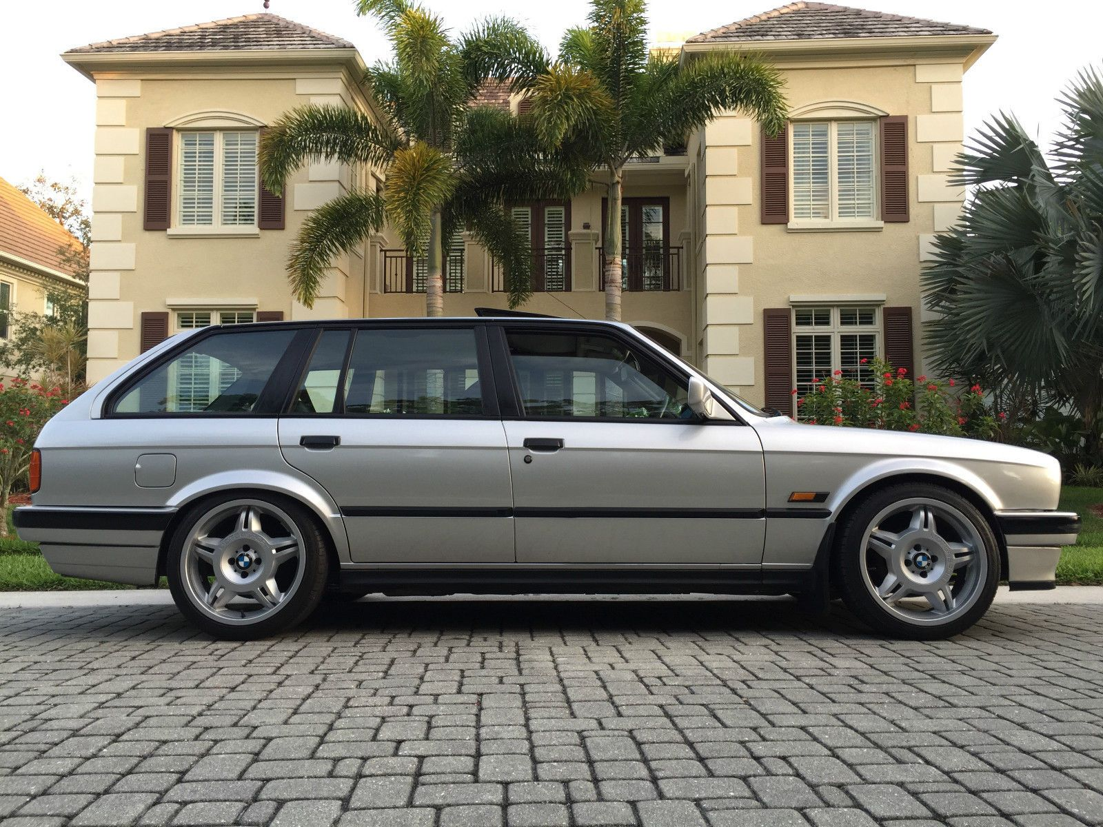 bmw e30 touring with m3 lightweight forged alloys bmw. Black Bedroom Furniture Sets. Home Design Ideas