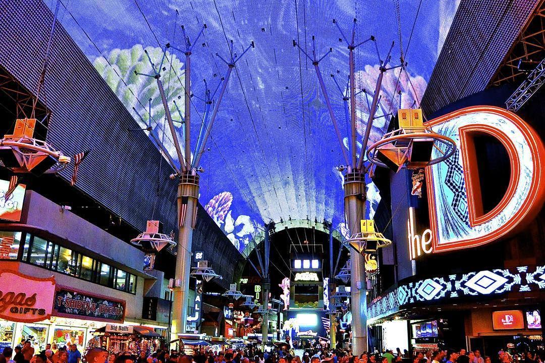 Freemont Street, Vegas at night!  #freemont #freemontstreet #vegas #vegasbaby #vegasnights #america #usa #lights #lightshow #igers #travel #live #travellife #traveling #travelgram #traveler #travelphotography  #instagood #picoftheday #likeitup
