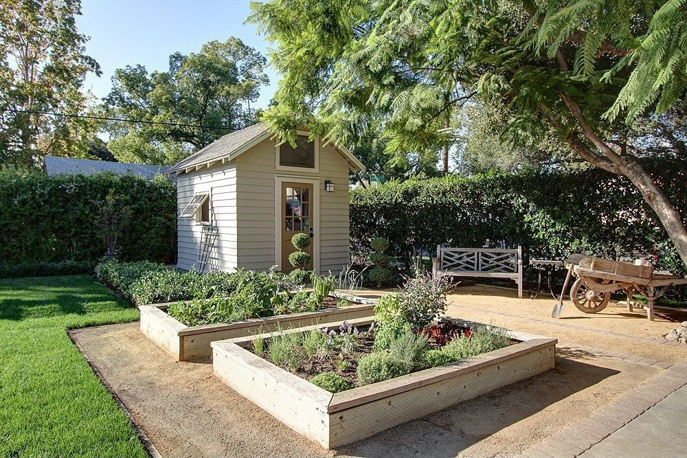Traditional Landscape/Yard with exterior stone floors