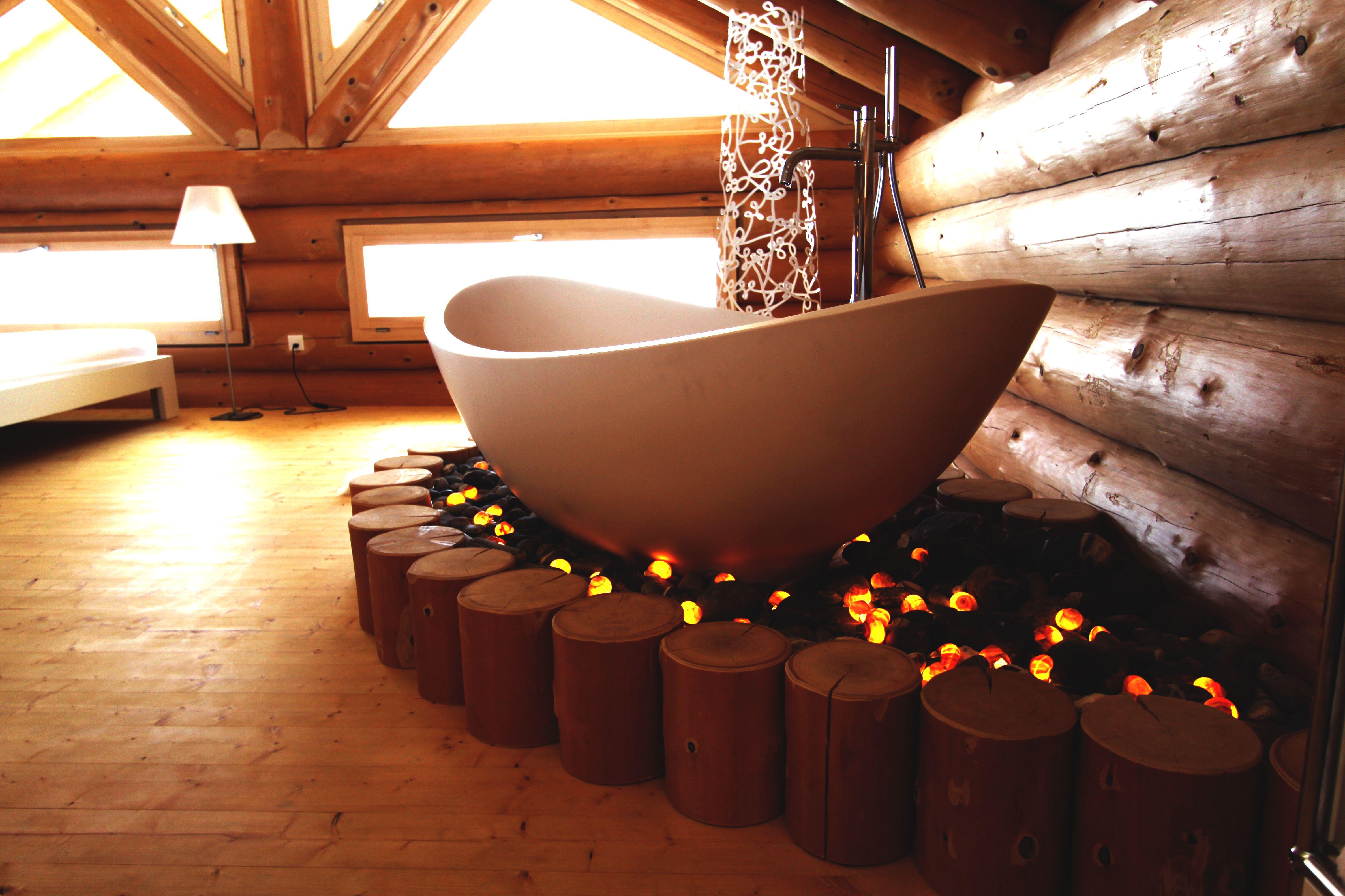 die lavasca mini badewanne freistehend wundersch n pr sentiert eingebaut in einem blockhaus in. Black Bedroom Furniture Sets. Home Design Ideas