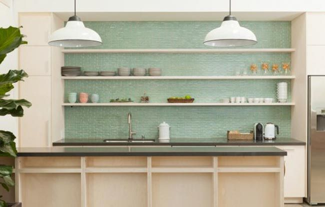 8 Cocinas Con Azulejos Verdes Esmaltados 8 Green Tiled Kitchen Backsplahs Vintage Chic Pequenas Historias De Decoracion Fondo De Mosaico De Cocina Cocinas Azulejos Azulejos