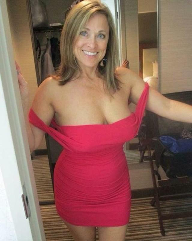 Nude amateur mom gifs