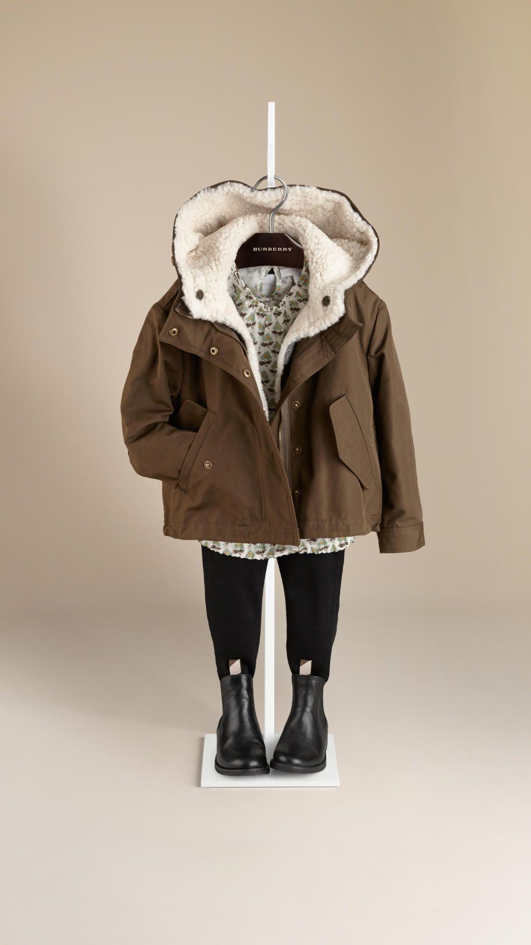 Vêtements et accessoires Fille   Burberry   Burberry shop, Children ... 10d6f2eacc1