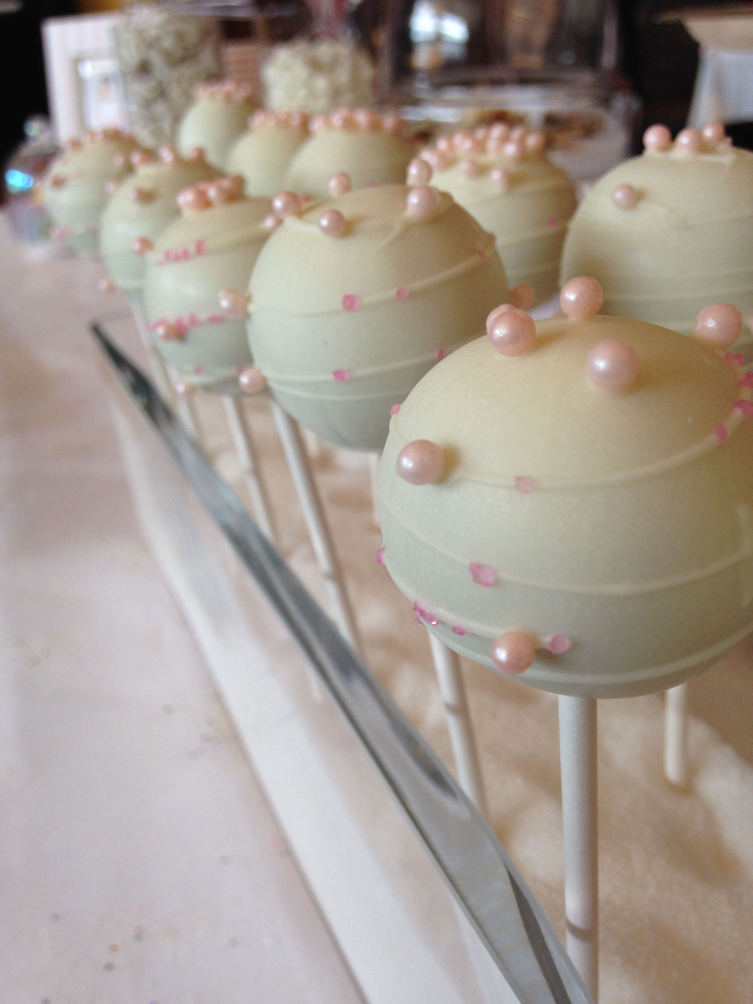 Cake pops white chocolate melts pearls cake pops