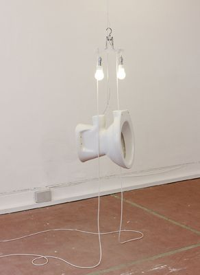 """Sarah Lucas """"Da Young British Artist"""" :) Very talented/clever lady/sculptor. Very well executed... ;) (NB Website in Portuguese for learning purposes - I heart languages :))"""