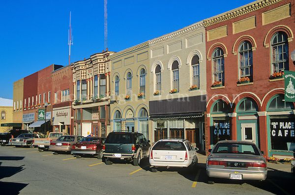 Small Town Stores On Courthouse Square In County Seat Town Of Bloomfield Iowa Tom Bean Photography Small Towns Usa Small Town America Small Towns