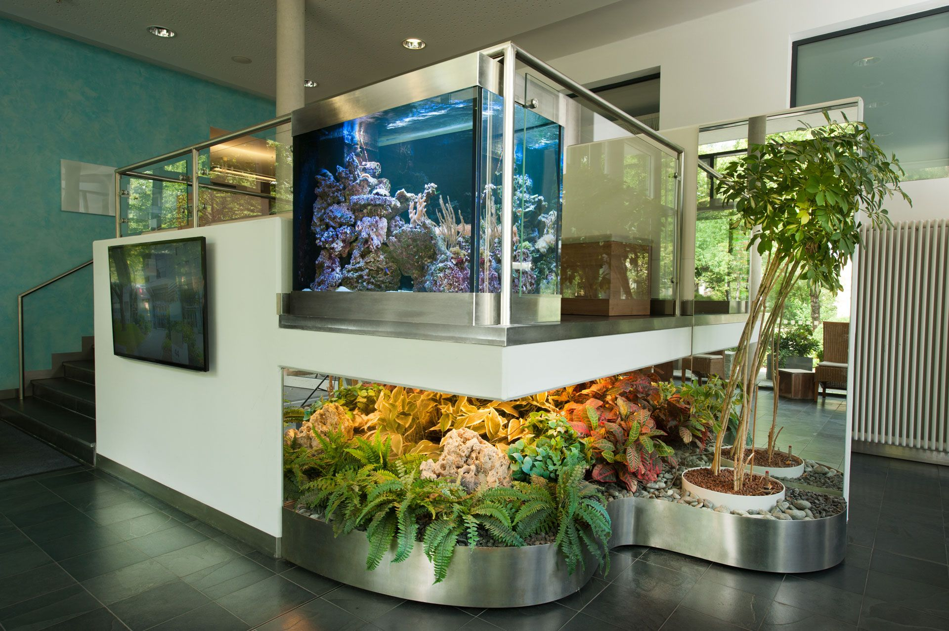 Aquarium in der privatklinik pesceras for Teich einrichten