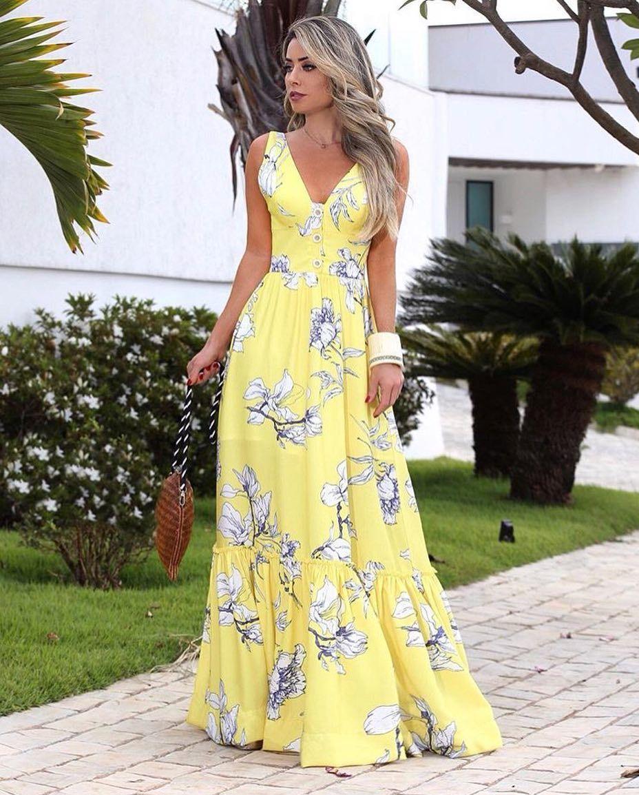 b8e85ffb6 Os vestidos longos de tecidos leves são indispensáveis no verão, faça como  a @mariarosaguerra e aposte nessa tendência você também! Esse…