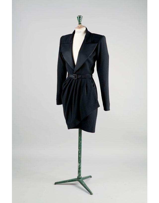 Yves saint Laurent 1989  Danielle Luquet de Saint Germain met en vente 350 tenues de sa garde-robe à l'occasion d'une session exceptionnelle organisée par la maison Gros & Delettrez à l'hôtel Drouot le 14 octobre prochain.