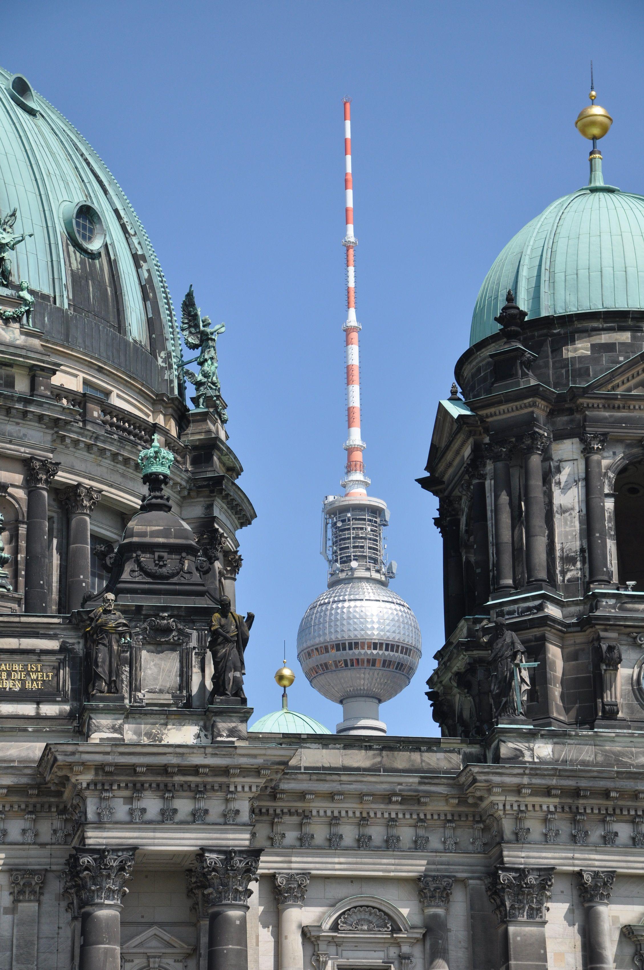 Berlin Contrasts Berlin Germany Copyright William Coombs Fernsehturm Berlin Berlin Stadt Und Fernsehturm