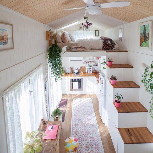 Ne kadar küçük, o kadar güzel???? iki kat yüksekliğinde ferah bir salon +açık mutfak + banyo veee asma katta yatak odası????????????????… #compactliving