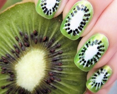 I am in love with this kiwi nail-art idea