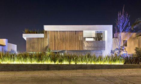 casa-fachada-madera-puebla-mexico-La-Vista-Country-Club-arquitete - fachada madera