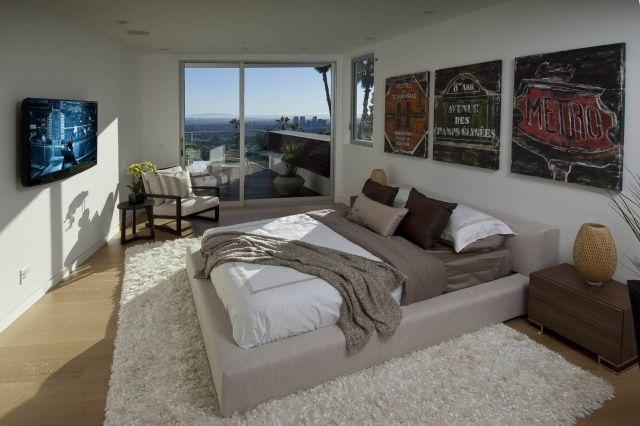 Schlafzimmer Modern Großes Doppelbett Cremefarbene Polsterung Wand Deko