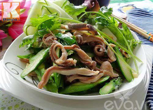Cách làm món dạ dày heo xào măng tây hấp dẫn - http://congthucmonngon.com/122773/cach-lam-mon-da-day-heo-xao-mang-tay-hap-dan.html
