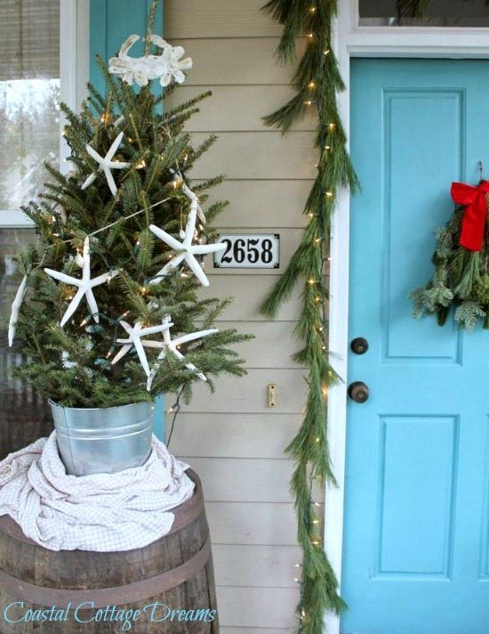 Cozy Cottage Christmas Rooms With Simple Beach Decorations