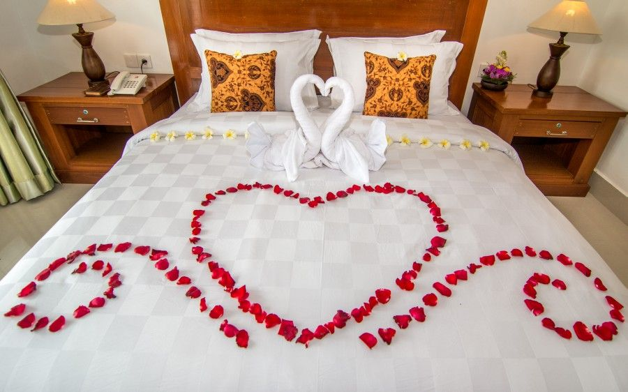 Honeymoon Bed Decoration 2 (900×562)