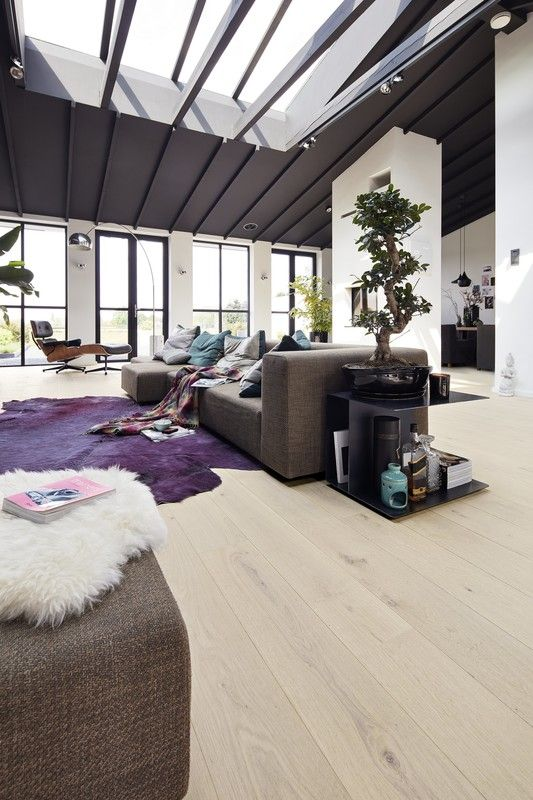 Modern Style im Wohnzimmer mit Parkett in Eiche lebhaft cremeweiß ...