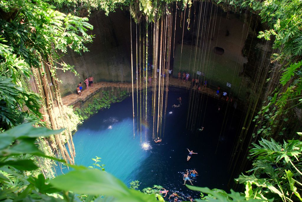 Ik kil cenote an freshwater cave found only on the for Piscinas naturales mexico