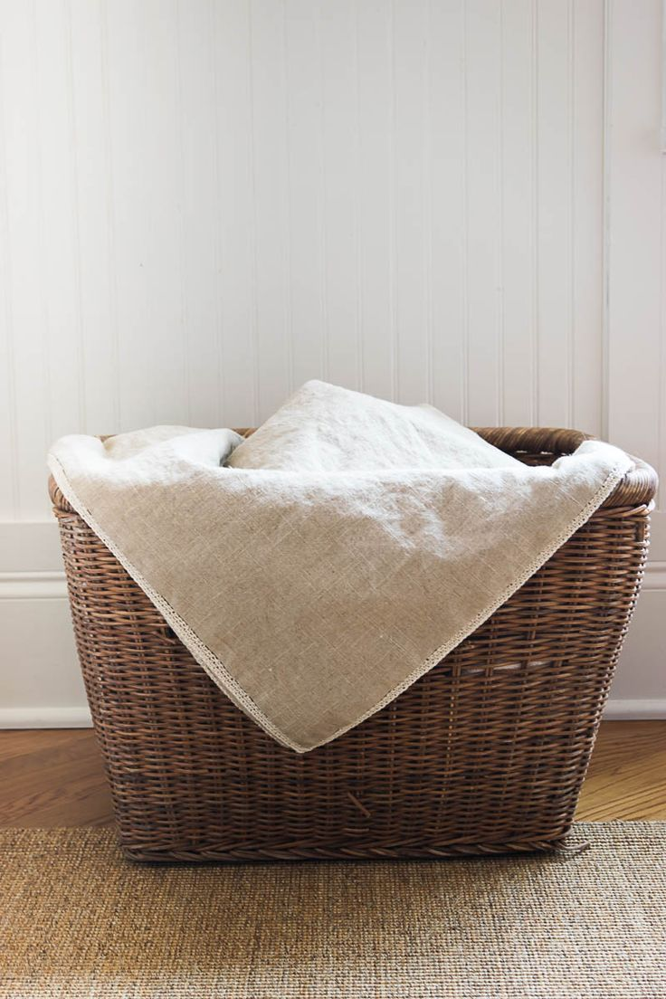 Illustrated instructions (with related links & video) to make linen throw with crochet edge. Perfect for the spring & summer months, as well as gift giving.