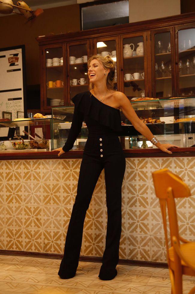 5f1ac898b nati-vozza-look-body-um-ombro-so | ESTILO ELEGANTE | Jeans outfit ...