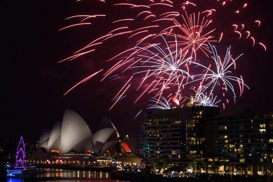 Η Νέα Ζηλανδία και η Αυστραλία υποδέχθηκαν τη νέα χρονιά