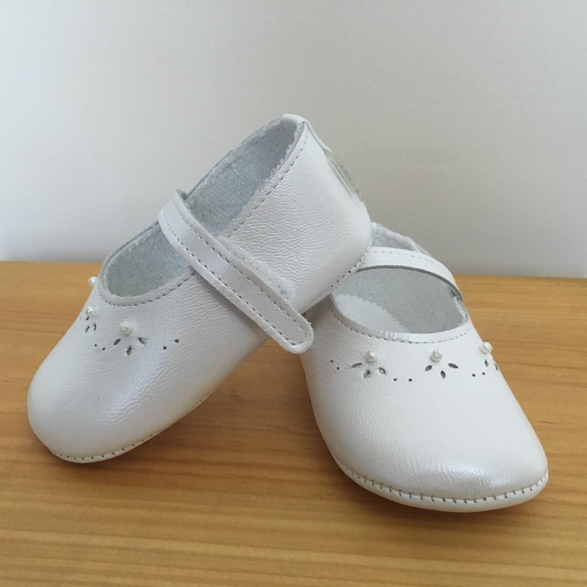 1f9652f3c55 Zapatos Piel para bebe - 50922. 22.8€. Zapatitos suaves de piel sin suela  para tu bebé. Ideal para bautizo. Fabricados en España.