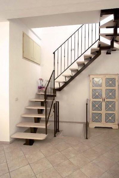 Escalera en l con pelda os de madera estructura de for Escalera en l