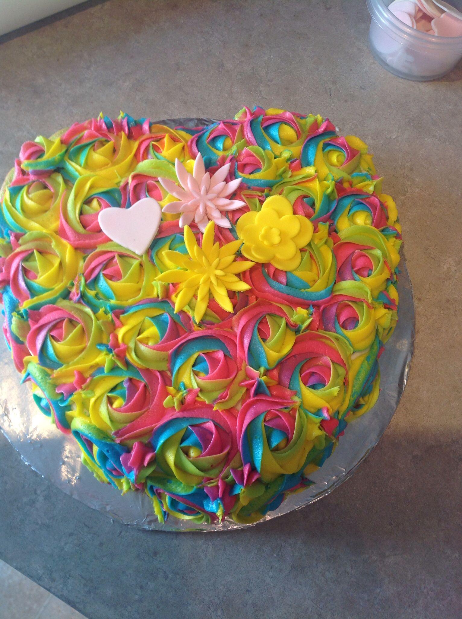Vanilla Bean tie dye cake with rosettes in 2019 | Tie dye ...